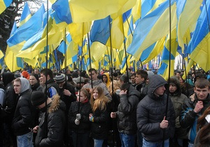 В оппозиции заявляют, что участников акции Вставай Украина в городах снимают с поездов и не дают выехать автомобилем