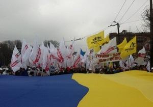 Оппозиция - акции протеста в Украине: В Киеве к месту проведения митинга Вставай, Украина! стягивают милицию