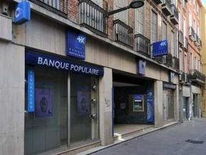 В Марселе грабитель с кувалдой попал вместо банковского хранилища в уборную