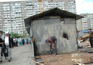 В Киеве на Радужном снесли рынок Десна