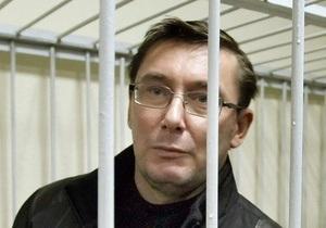 Ъ: Луценко в СИЗО читает  любимого Хемингуэя  и Лину Костенко
