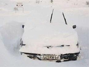 Обильные снегопады парализовали движение транспорта в Болгарии