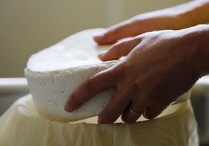 В киевских магазинах продавали сыр из молока коров, больных лейкозом