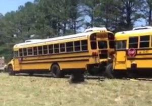 В США столкнулись шесть школьных автобусов: пострадали 65 человек