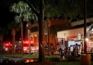 Во Флориде небольшой самолет врезался в торговый центр