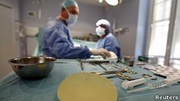 Производитель имплантатов обвинил женщин в жадности