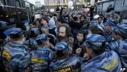 Лагерь оппозиции на Баррикадной окружила полиция