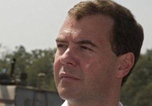 Медведев остановил скандальное строительство в Химкинском лесу