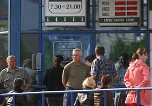 Беларусь понизила официальный курс рубля. МВФ призвал сделать валютный рынок свободным