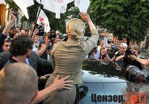 Тимошенко поблагодарила журналистов за то, что они  не дают спокойно жить политикам