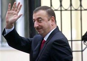 Президенту Азербайджана на день рождения подарили 48-метровый торт