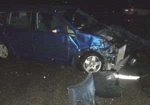 Под Харьковом Камаз столкнулся с двумя легковыми автомобилями: трое погибших