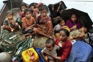 Малайзийцы спасли от голодной смерти более 130 беженцев, дрейфующих в океане