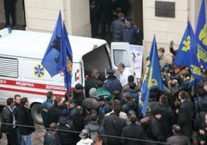 Члена львовского теризбиркома, заблокированного Свободой, увезла скорая
