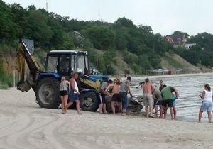 Побережье Азовского моря очистили от мертвой рыбы