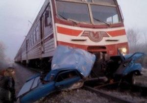 Электричка Житомир - Киев врезалась в Волгу, которая заглохла на железнодорожном переезде