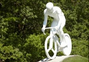 В Харькове открыли памятник погибшему велосипедисту
