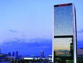 Польский Человек-паук покорил 140-метровый отель Марриотт в Варшаве