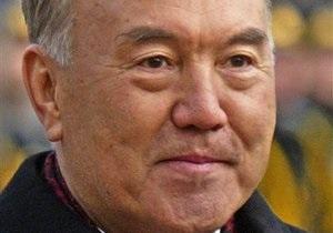 Президенту Казахстана поставят памятник