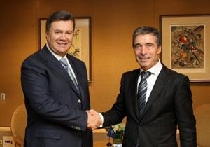 Янукович встретился с генсеком НАТО