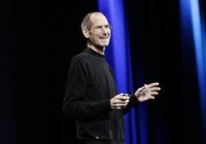 Стив Джобс: в Петербурге открыли памятник основателю Apple в виде iPhone