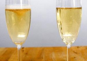 Французы рассказали, как правильно наливать  шампанское