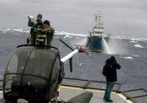 Катер экологов потерпел крушение в водах Антарктики после столкновение с японским китобоем