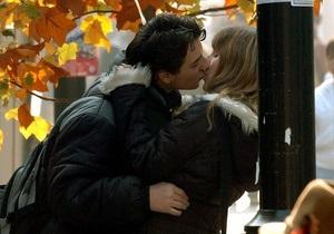 Ученые выяснили, как интимные сцены в медиа влияют на сексуальное поведение подростков