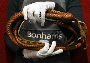 В США на аукционе продали хлыст Индианы Джонса