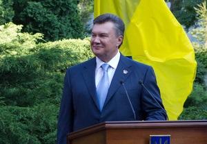 Янукович одобрил принятый вне стен парламента провластным большинством закон о госзакупках