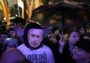 В Москве и Петербурге полиция задерживает демонстрантов