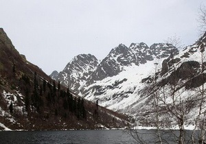 В России турист выжил после падения в 80-метровый каньон