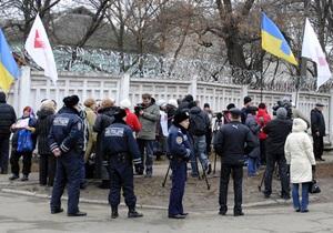 Сторонники Тимошенко из Киева прибыли в Харьков. К Качановской колонии приехали пожарные машины