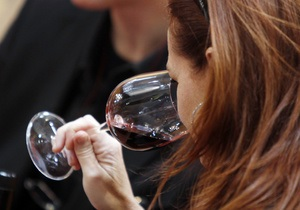 Безалкогольное красное вино оказалось полезнее алкогольного - исследование