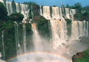 Часть всемирно известных водопадов Игуасу в Бразилии пересохла