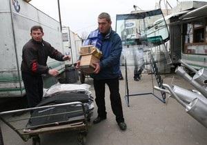 Предприниматели начали вывозить свои киоски с авторынка на бульваре Перова в Киеве