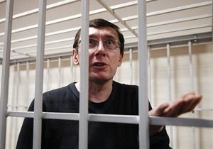 Жена Луценко связывает перевод экс-министра в СИЗО с окончанием визитов представителей международных организаций