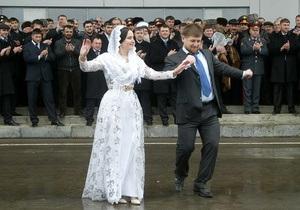 Кадыров заявил, что у него болит душа за откровенные наряды чеченских женщин