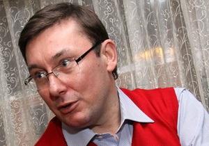 Луценко: Кто верит, что возбудят дело против Азарова, который докладывал Кучме о хищениях Бакая