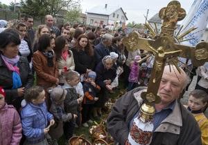 Православные христиане отмечают праздник Пасхи