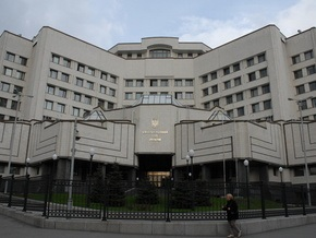 КС попросил нардепов воздержаться от критики: Угрозы напоминают тоталитарный режим