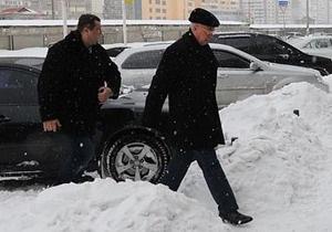 премьер-министр Украины Николай Азаров - снег в Киеве- непогода в Киеве - Во время инспекции по Киеву Азаров застрял в снежном заносе на Дарницком мосту