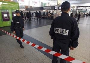 Нападение на солдата в Париже расследуют как теракт