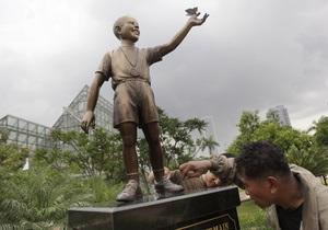 В Индонезии появилась статуя десятилетнего Обамы