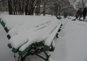 В киевских парках появятся антивандальные скамейки