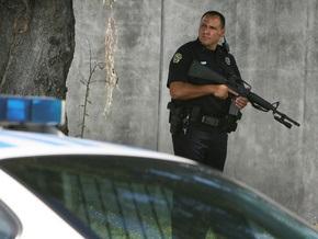 Полиция США задержала вооруженного мужчину, взявшего в заложники директора школы