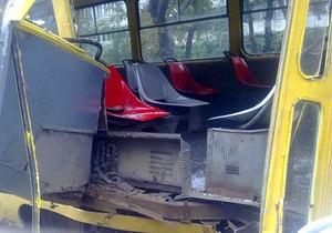 В Киеве трамвай столкнулся с автобусом