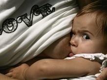 Материнское молоко лучше защищает девочек, чем мальчиков