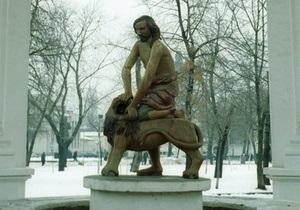 Памятник Самсону на Подоле отремонтируют до 9 мая