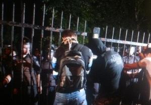 Арьев призвал активистов, собравшихся под Святошинским РОВД, начать переговоры с МВД
